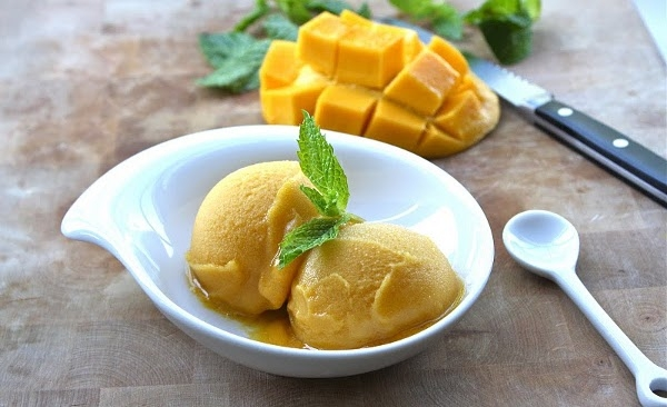 Como-fazer-sorvete-de-manga-caseiro