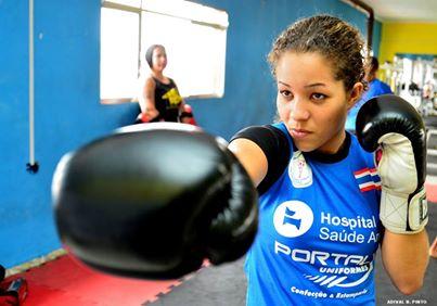 Brasileira é campeã mundial de Muay Thai na Tailândia