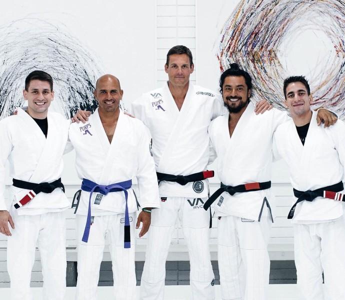 """""""Faixa-preta"""" no surfe, Slater pratica jiu-jitsu em academia na Califórnia"""