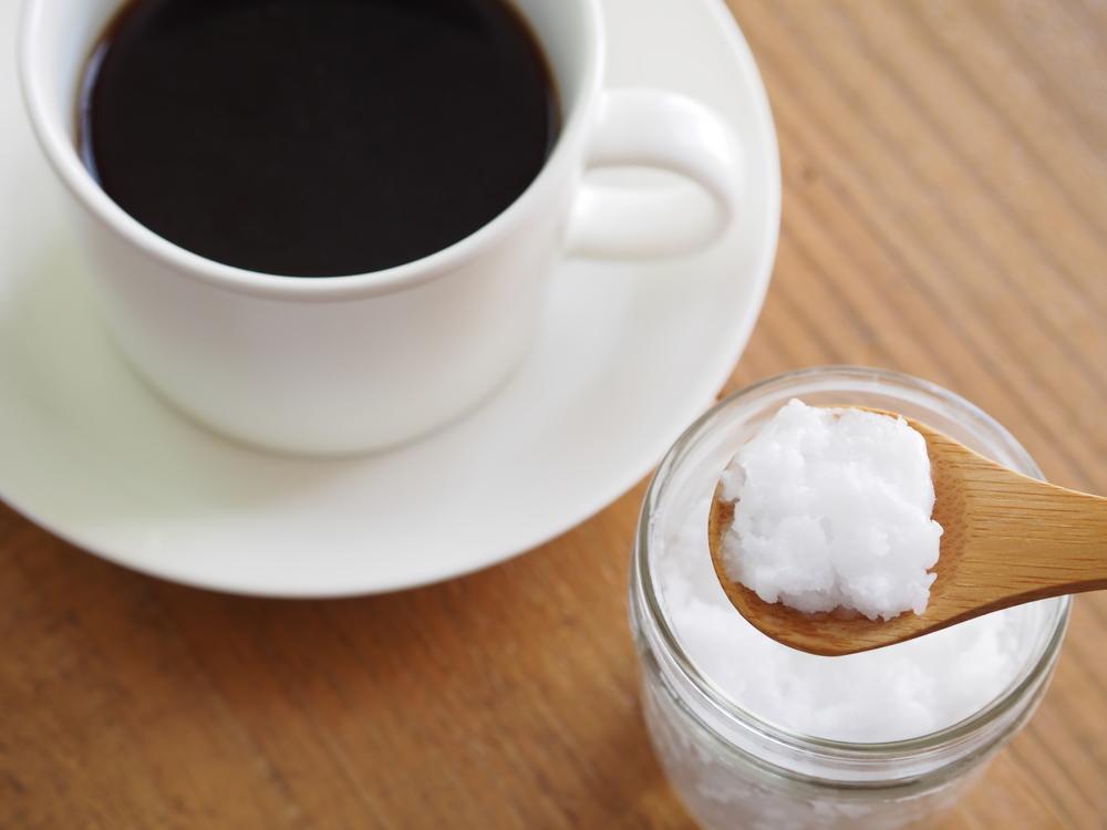 Receita para perder peso: café com óleo de coco
