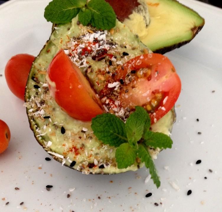 Abacate recheado: as opções de recheio são inúmeras! (imagem: Fit Chef Vanda Rittmann)