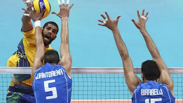 Brasil bate Itália, leva o ouro e retorna ao topo do vôlei masculino